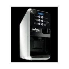 EP 2500 – Sei selezioni e latte in polvere integrato per erogare caffè macchiato e cappuccino
