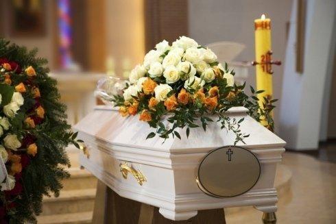 organizzazione funerali; preparazione e vestizione della salma; allestimento camere ardenti;