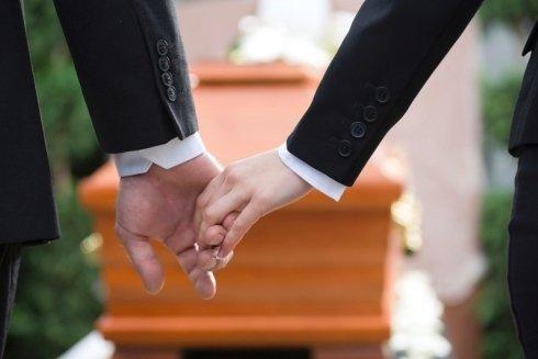 disbrigo pratiche funerarie e cimiteriali; sepoltura; cremazione