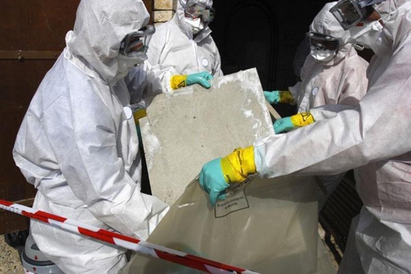 Interventi di smantellamento cemento armato da edifici