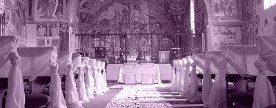 navata con addobbi per matrimonio