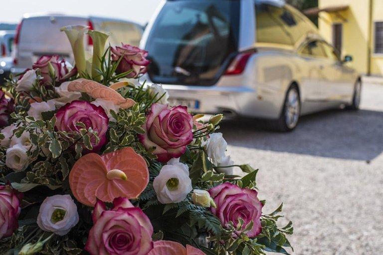 corone e cuscini di fiori