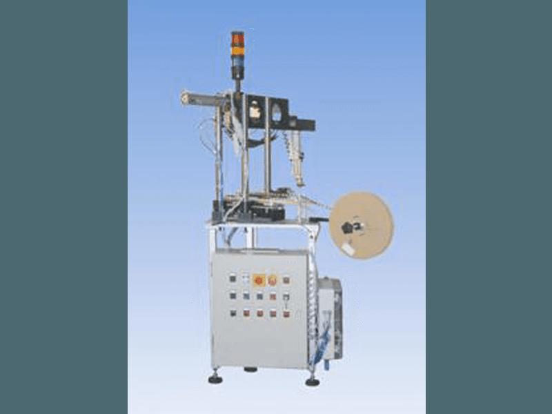 Macchina automatica taglio, preformatura e posizionamento filtri nastrati