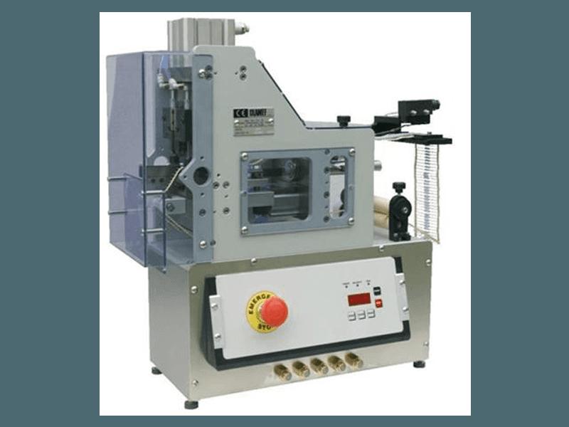 Macchina automatica taglia piega forma componenti assiali nastrati