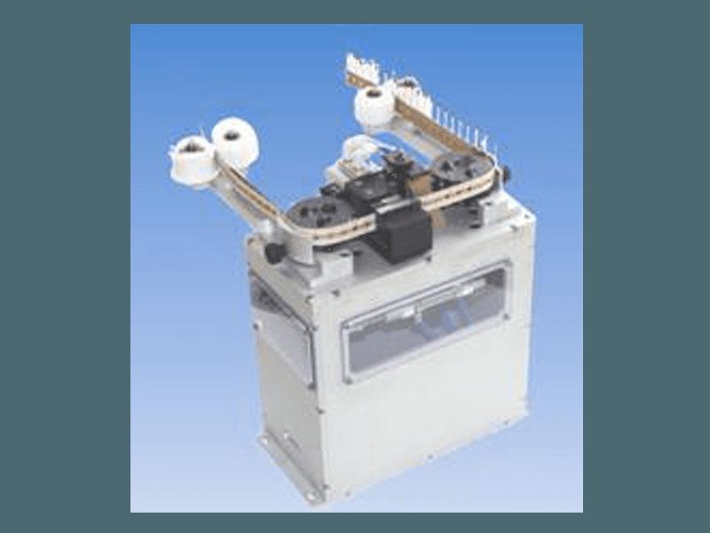 Alimentatore pneumatico passo passo per taglio componenti radiali nastrati