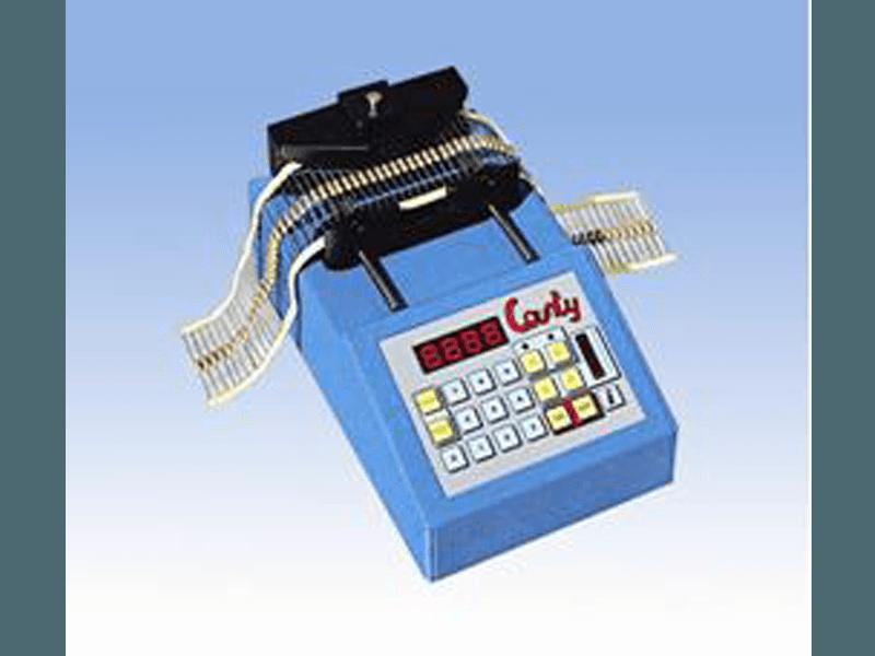 Contapezzi digitale a microcpomputer per componenti assiali radiali nastrati