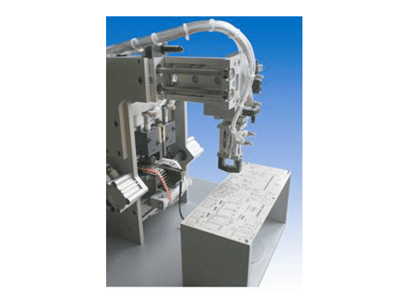 Macchina pneumatica taglia componenti elettronici