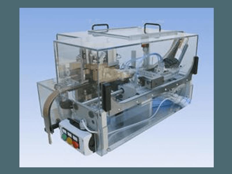 Macchina automatica pneumatica, avanzamento nastro, centratura, taglio e forma per transistors Hall nastrati