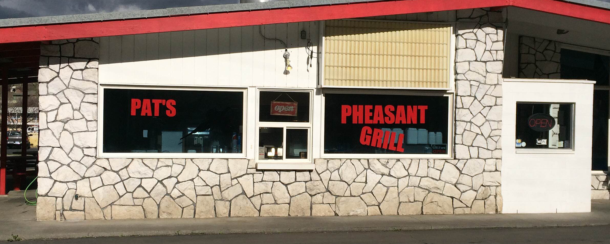 Exterior view of the Pat's Pheasant Grill restaurant in Arlington, OR