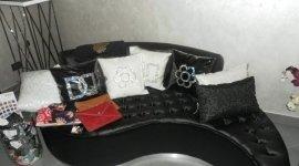 divano in pelle nero