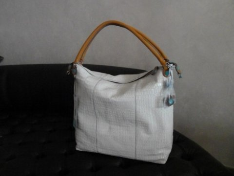 borsa bianca con tracolla gialla