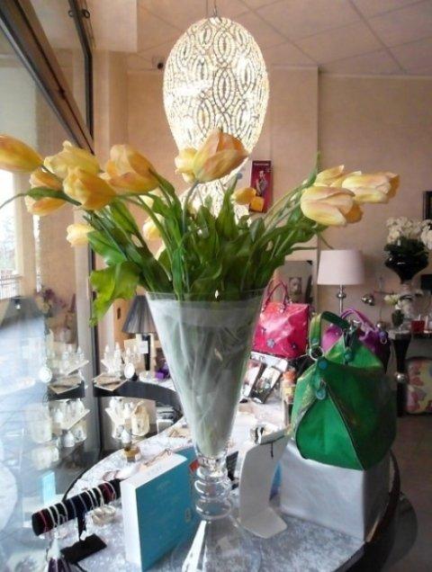 vaso con tulipani gialli