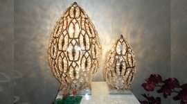 due lampade di diverse dimensioni
