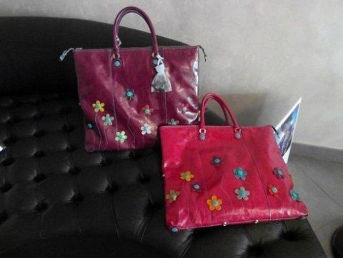 due borse di colori diversi