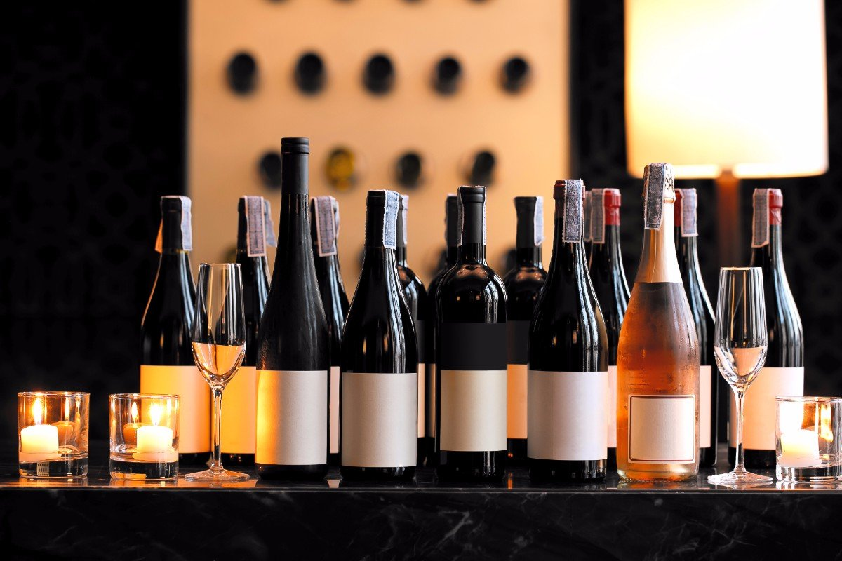 Assortimento bottiglie di vino