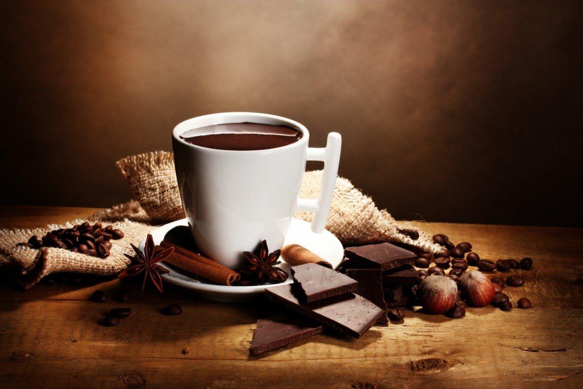 Tazza di cioccolato fumante