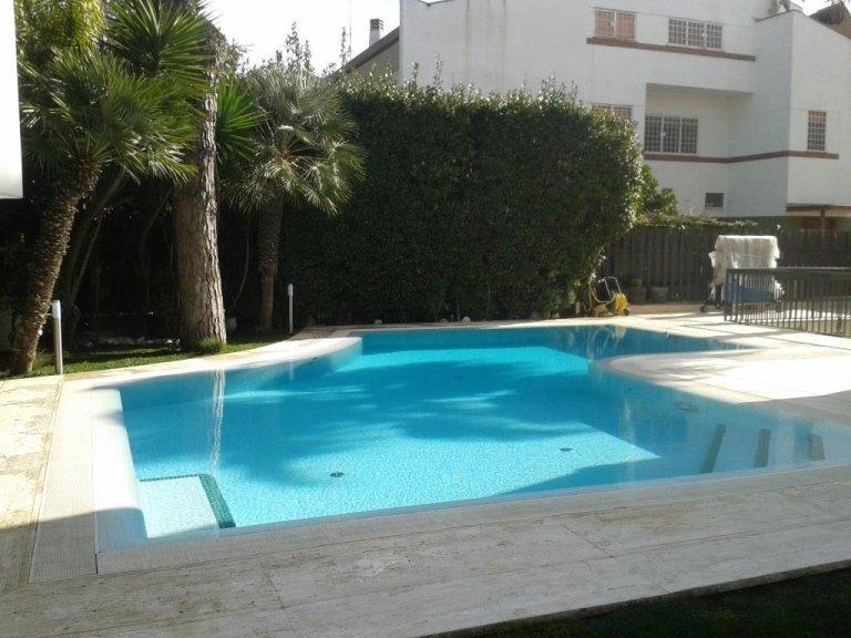 Piscina a sfioro roma edil piscine piscina a sfioro for Piscina rialzata