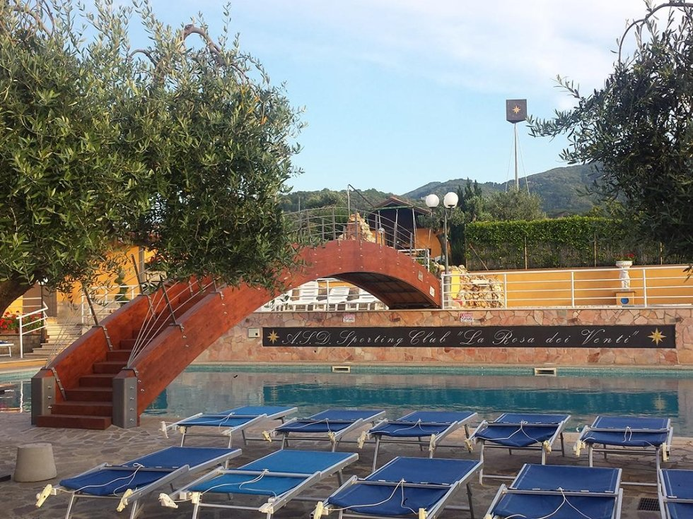 piscina estiva scoperta