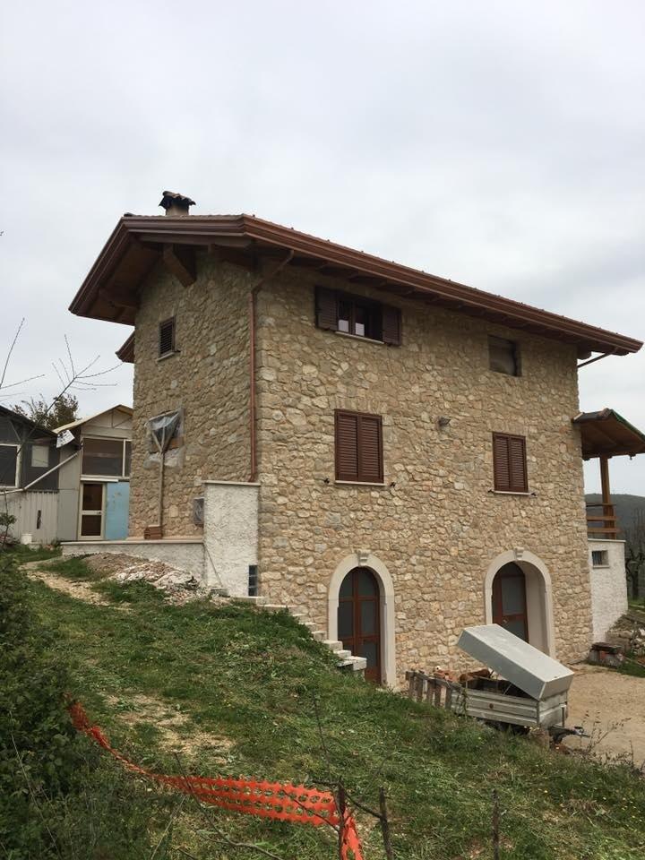edificio con muratura in pietra