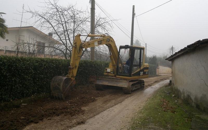 escavatore movimento terra