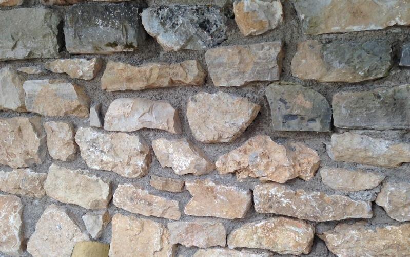 dettaglio muro di pietre