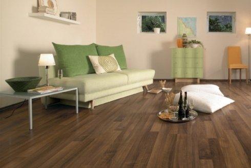 La ditta offre pavimenti laminati e parquet.
