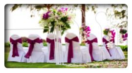tavoli addobbati con fiori