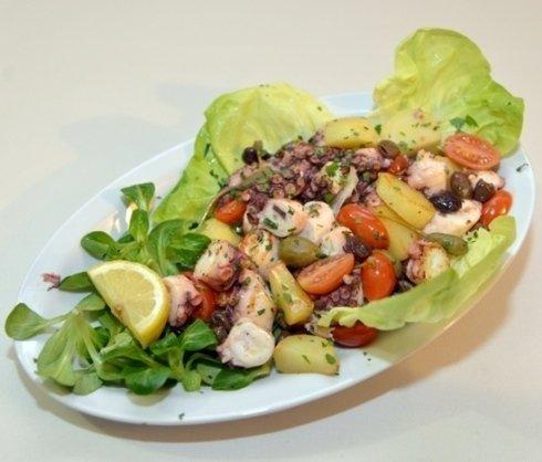 Un'appetitosa insalata di mare
