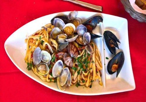 Spaghetti con frutti di mare