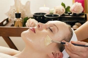 Trattamento manuale e idratazione per il viso