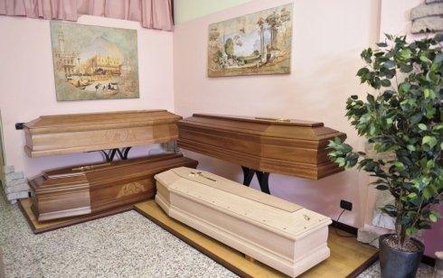 disbrigo pratiche funebri, pulizia e vestizione salma
