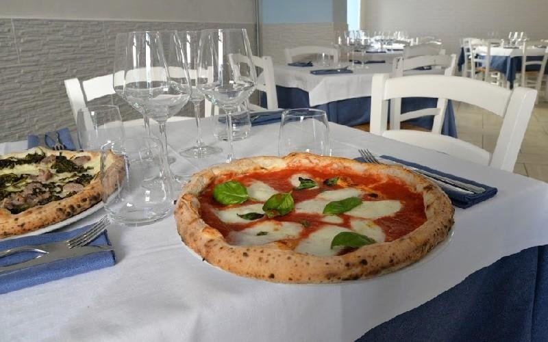 Pizza napoletana Napule È