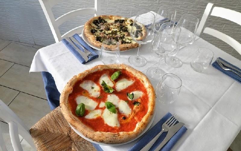 Pizza forno a legna Napule È
