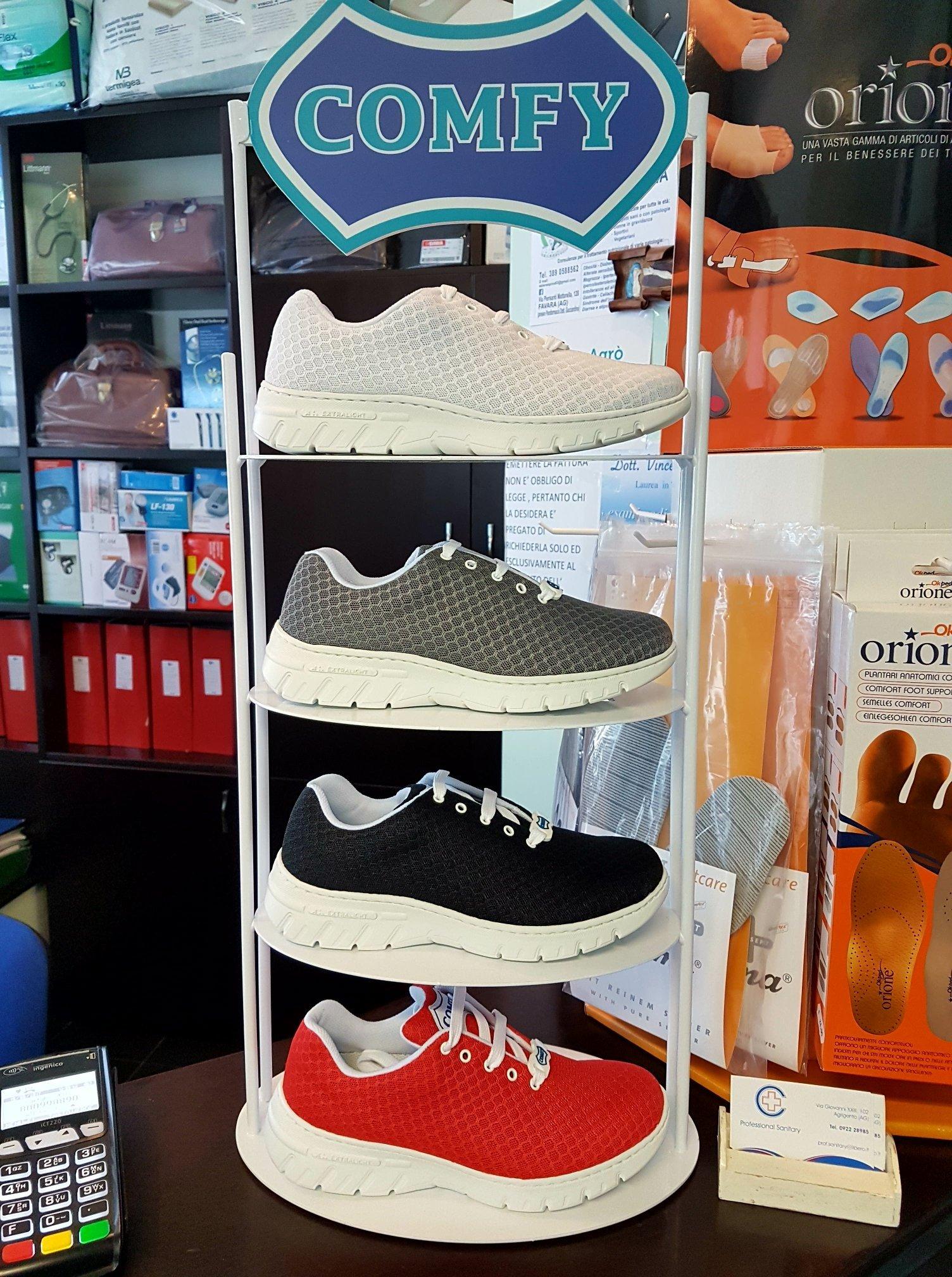espositore di scarpe