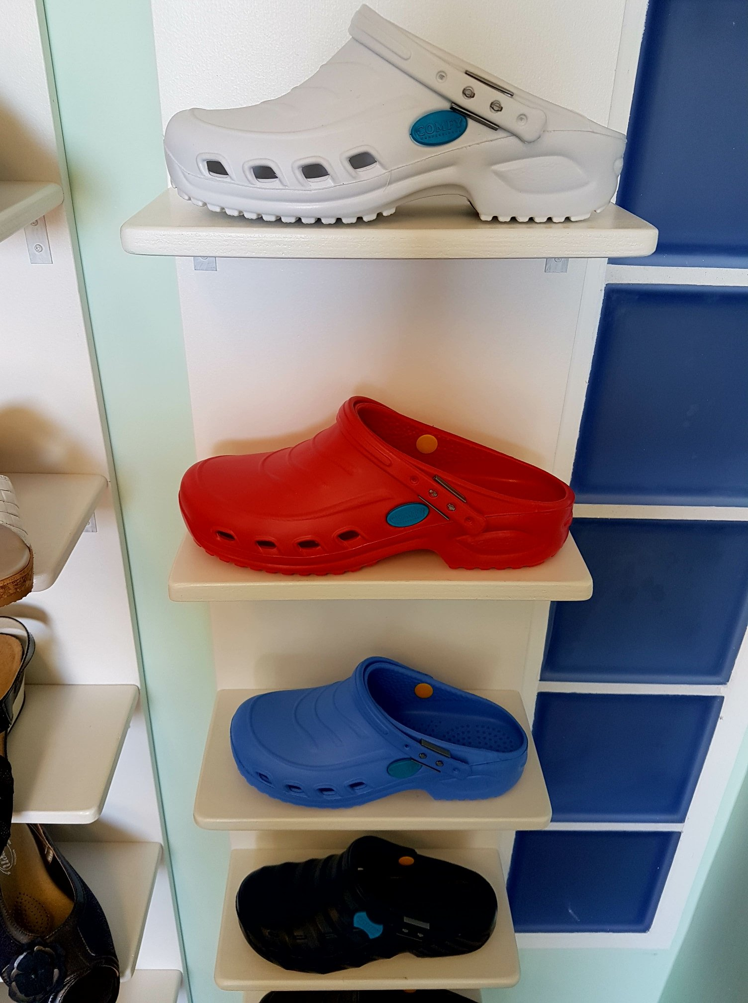 diversi modelli di scarpe