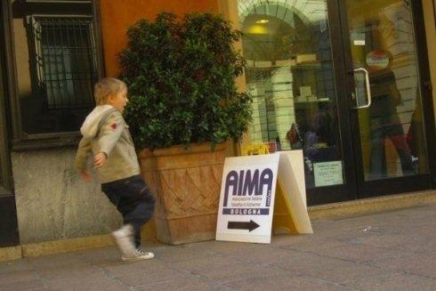 AIMA sostiene la ricerca scientifica contro la malattia di Alzheimer.