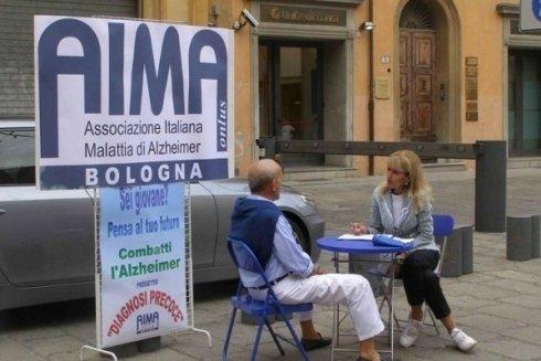 AIMA offre consulenza medica e sostegno psicologico ai malati di Alzheimer.