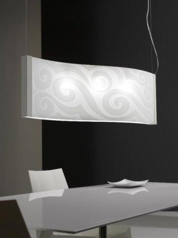 lampada Selene sopra il tavolo