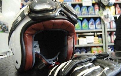 guanti e casco
