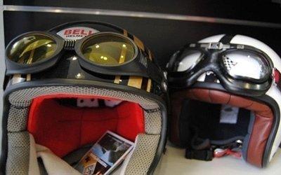 casco e occhiali