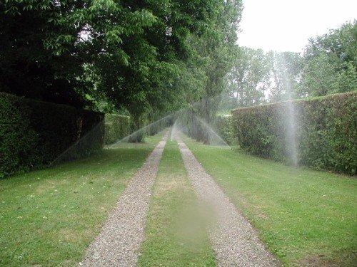 Sistema di irrigazione di una passeggiata verde