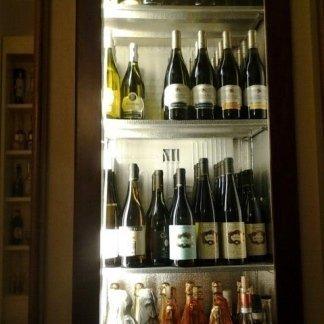 Frigo di vino bianco e champagne