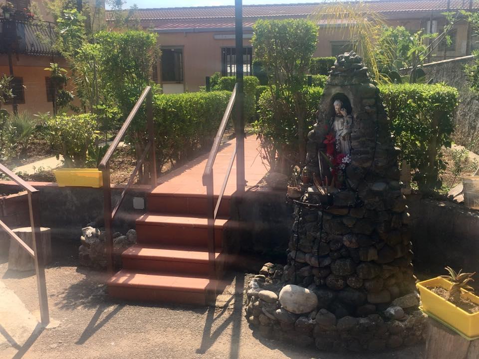 Entrata con statuetta di Santa Rosalia