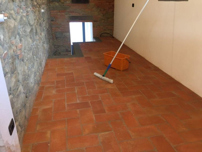 Pavimento in cotto dopo pulizia e trattamento