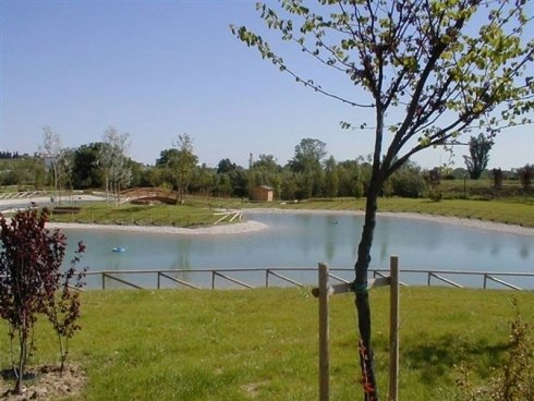Vista del lago del parco