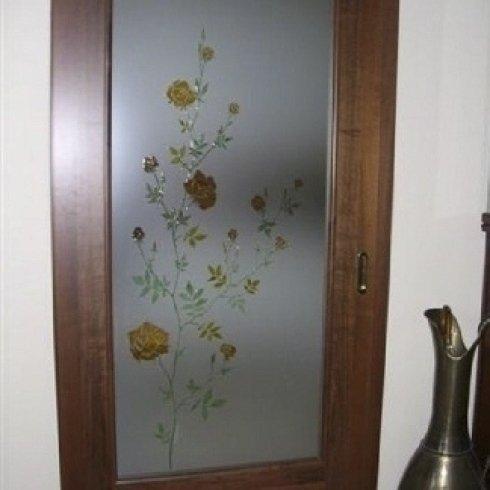 Porta decorata in pittura su base in vetro satinato