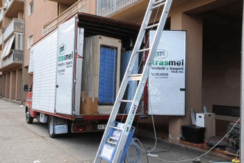 La Trasmel opera nel settore del trasporto di mobili