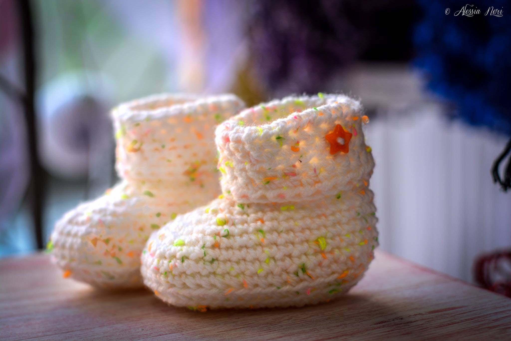 scarpine neonato fatte a maglia bianche