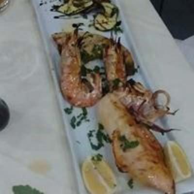 vassoio misto di pesce con verdure