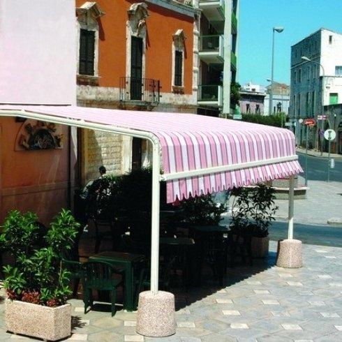 Tenda parasole con struttura fissa